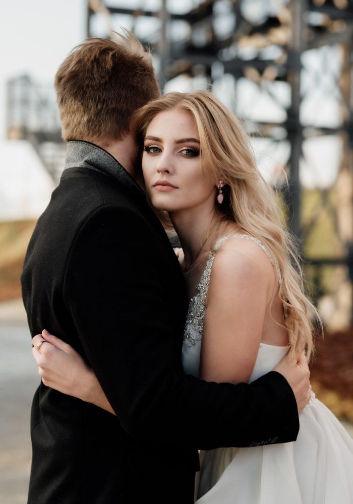 Śliczna dziewczyna Klaudia modelka w sukni ślubnej